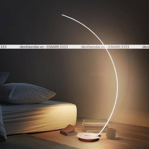 Đèn cây phòng ngủ thiết kế phá cách dành thích hợp với những bạn trẻ