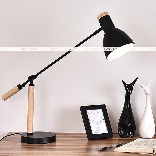 Đèn bàn không chỉ có chức năng chiếu sáng mà còn giúp khu vực làm việc của bạn trở nên sinh động hơn
