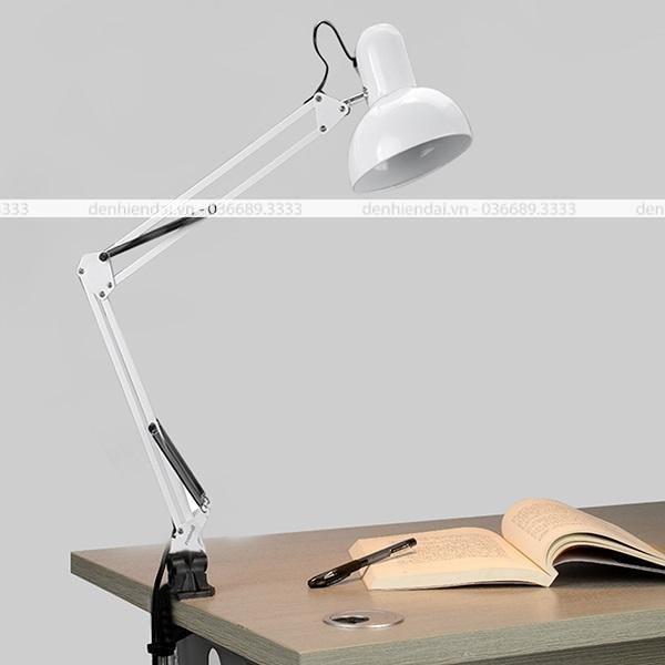 Đèn kẹp bàn học thay thế chân đèn bằng đầu kẹp, có thể gấp gọn đèn một cách dễ dàng khi không sử dụng